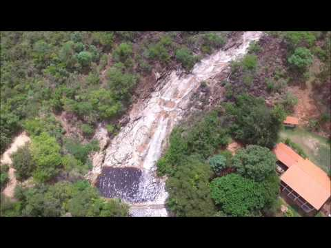 Tomada panorâmica da Cachoeira do Boqueirão em Joaquim Felício