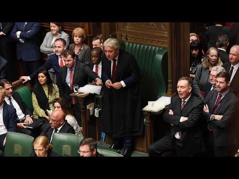 Brexit: Συνεχίζεται «το θέατρο του παραλόγου»