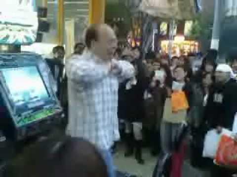 超賣萌的毆吉桑大叔,跳舞好燃燒好熱血阿!