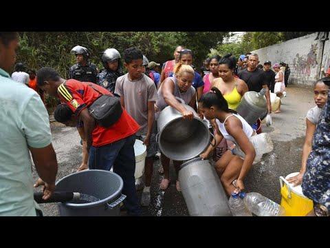 Venezuela: Die Krise dauert an - Schlange stehen im Dunke ...