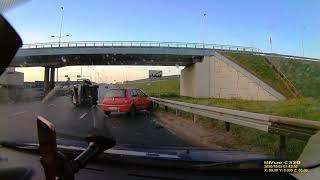 Zbyt duża prędkość? Może zły stan opon lub jakaś substancja na nawierzchni drogi?