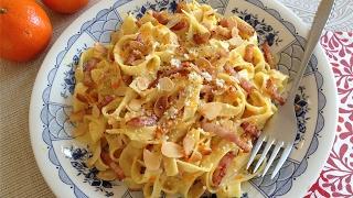 La música de este vídeo es Royalty Free y está disponible aquí:http://audiojungle.net/item/winds-of-inspiration/1608566?ref=eriaSíguenos en Facebook:http://www.facebook.com/MuyLocosPorLaCocinaMás información en nuestra página Web:http://www.muylocosporlacocina.com/2017/02/fettuccine-con-naranja-bacon-y-almendras.htmlEsta es una receta de pasta muy sencilla y rápida, que tiene un resultado muy satisfactorio. El bacon combina muy bien con el toque de naranja y las almendras laminadas le dan una textura crujiente muy agradable.