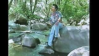 13. Ua Ntsuag Nos - Pa Xiong Vue (Pa Bee Vue)