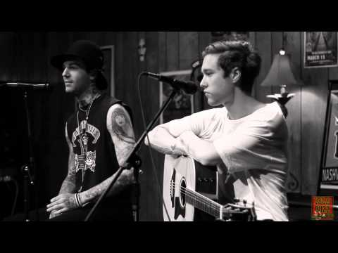 102.9 The Buzz Acoustic Session: The Neighbourhood – Interview