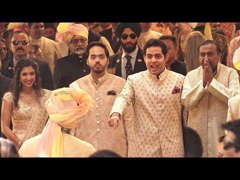 Ambani Family gives GRAND Welcome to Dulha Anand Piramal At Isha Ambani's MARRIAGE