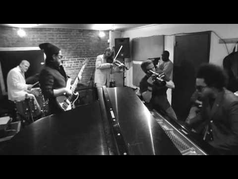 Eric Lewis (aka ELEW) - Clocks (видео)