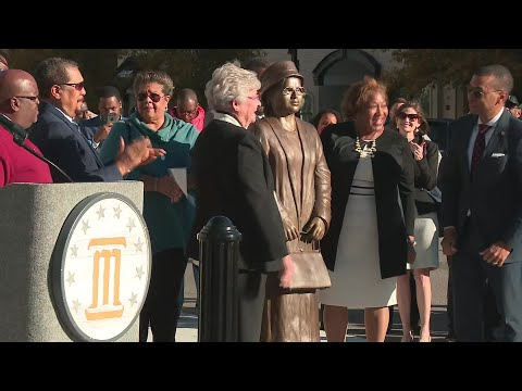 Statue of civil rights icon Rosa Parks unveiled