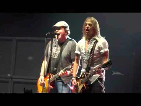 Black Stone Cherry – Rolling In The Deep (Adele Cover) (Cardiff Motorpoint Arena, 23/11/11)