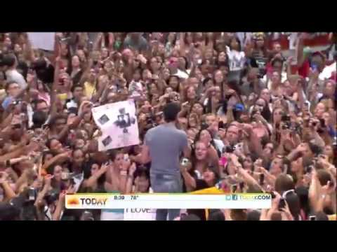 "Enrique Iglesias Performs ""Tonight"" (I'm Loving You) on TODAY Show"