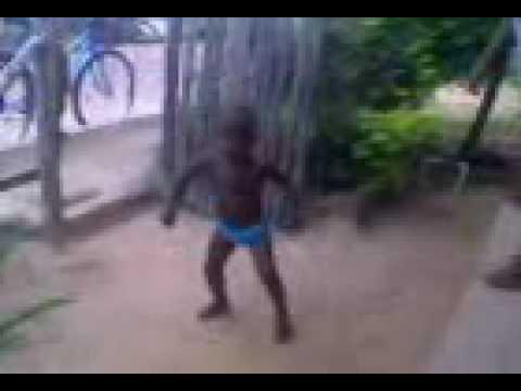 menino de2 anos de josé de freitas-PI que dança muito!