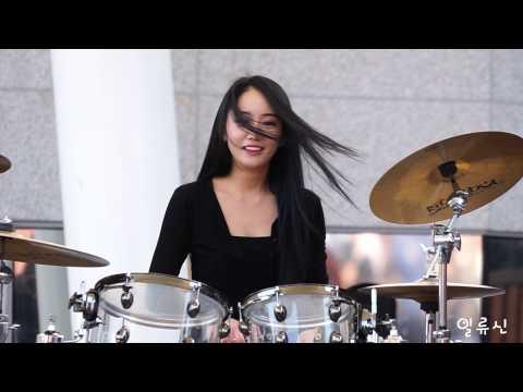 超正正妹打爵士鼓!她敲打的不只是鼓面、還一下下敲打我的心!(戀愛了)