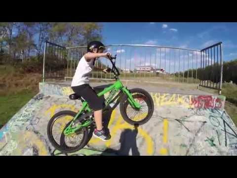 BMX (vélo) au Skate park de L'Union. Jolie chute en vélo (BMX)