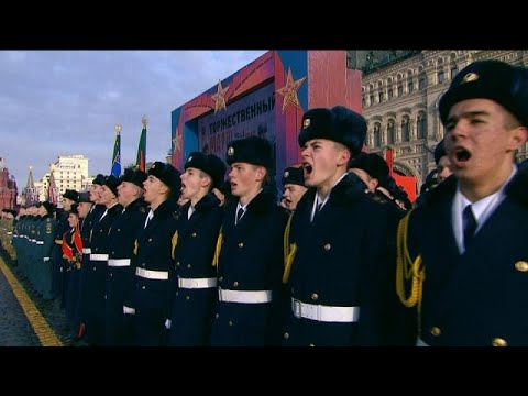 Μεγαλειώδης στρατιωτική παρέλαση στην Κόκκινη Πλατεία…