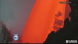 Video Sudden cliff collapse highlights danger of Kilauea's volatile lava flow MP3, 3GP, MP4, WEBM, AVI, FLV Juli 2018