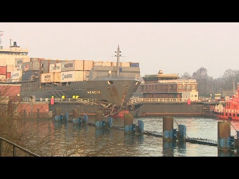 Millionenschaden in Kiel: Frachter rammt Schleusentor