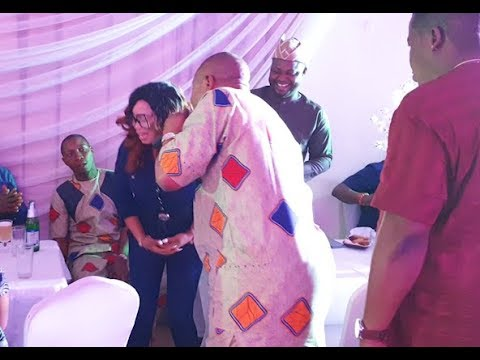 Very Funny! See Beautiful Actress Saheed Balogu Donate To Alaafin Of Oyo's Sons Prince Skimeh