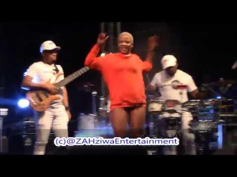 Video Stha Slenda Hottest Pakisha  Dance Moves  ft Dj Tira & Dladla Mshunqisi download in MP3, 3GP, MP4, WEBM, AVI, FLV January 2017