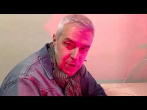 Varese:Davide Van De Sfroos saluta i fan