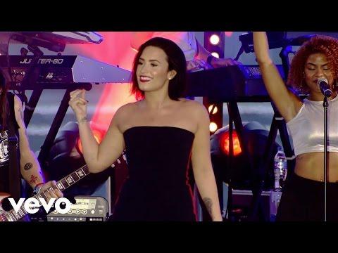 Demi Lovato - Cool for the Summer (Demi Live in Brazil)