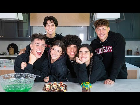 Baking Halloween Treats with my Best Friends ft Dixie, Chase, James, Noah & Larray | Charli D'Amelio