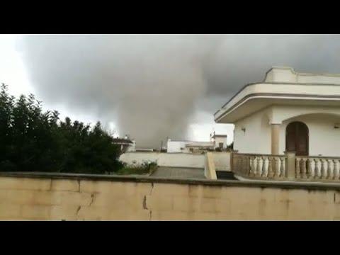Tornados wüteten im Süden Italiens und hinterließen V ...
