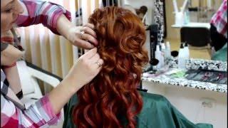свадебные прически наклодными волосамт набок