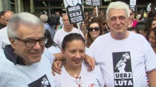 A luta em defesa da UERJ Universidade do Estado do Rio de Janeiro ultrapassou os muros da instituição e ganhou as ruas do Maracanã e de Vila Isabel. Veja como foi a Marcha pela UERJ.
