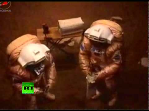 Video Of Russian Space Crew Landing On Mars In Moscow