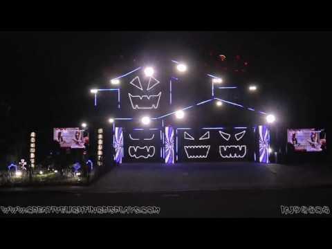 Huikeet Halloween-valot tässä talossa!