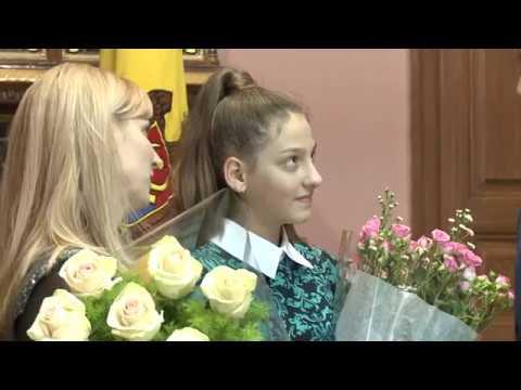 Șeful statului a conferit Diploma de Onoare a Președintelui Republicii Moldova, tinerei de 12 ani, Maria Cazarinov