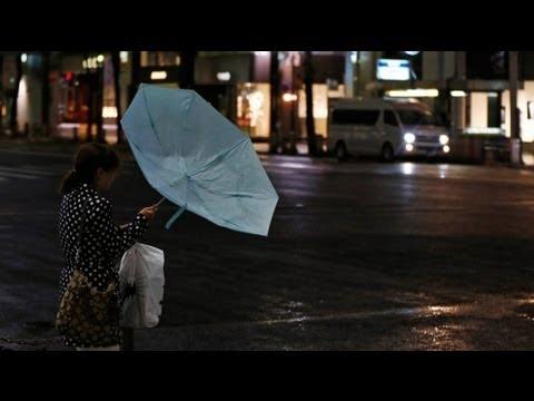 اليابان تحذر من إعصار قوي يقترب من جزيرة هونشو - فيديو