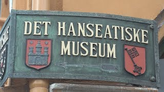 The Hanseatic Museum in the heart of Bergen, Norway, is an excellent history museum located in several original wooden buildings that were offices and homes of the Hanseatic traders.  Guides bring you through actual authentic rooms and explain about life centuries ago, making this a very worthwhile visit.   The Hanseatic league was a major commercial network controlling Northern European maritime trade between 1400 and 1800.  Bergen was one of the main trading cities in this league, with import of goods from Scandinavia, including Iceland and distribution throughout Europe.see more Bergen and Oslo in our playlist:https://www.youtube.com/playlist?list=PLke86NFI6R8za-3Ehguw_-9lVJDRqVefLhttp://tourvideos.com/