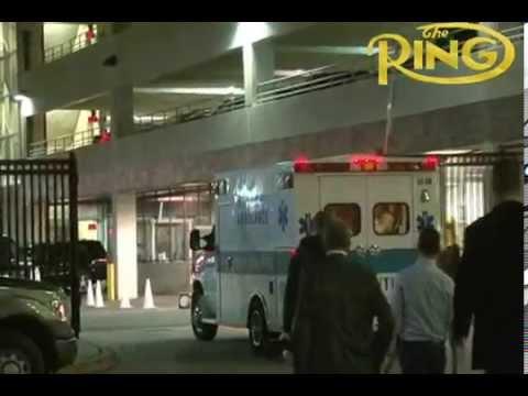 Marco Huck verlässt Prudential Center im Krankenwagen