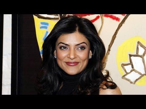 PHOTO PLAY: Sushmita Sen Launches 'Gallery 7'
