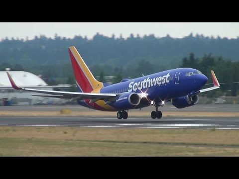 Southwest Airlines N7712G 737-700 Takeoff Portland Airport (PDX)