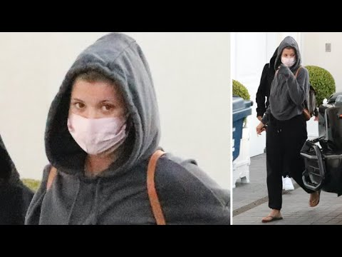 Sofia Richie Maintains A Low Profile As She Grabs Take-Out From Nobu