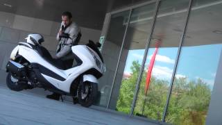 4. Honda NSS 300 Forza C-ABS : Le maxi-scooter GT midzise tout confort !