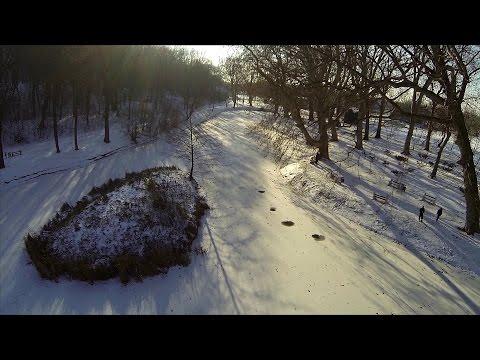VIDEO z pohľadu kvadrokoptéru z dieľne Milana (32) z Hlohovca