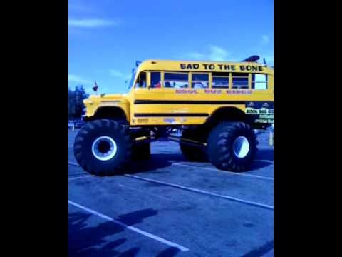 Big Wheel vs Bus - Kids are back from school.