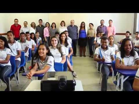 Em Matinha, escola reformada é recebida com festa feita pela comunidade escolar.