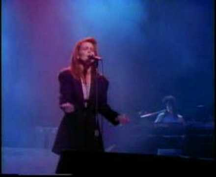 Tekst piosenki Belinda Carlisle - I get weak po polsku