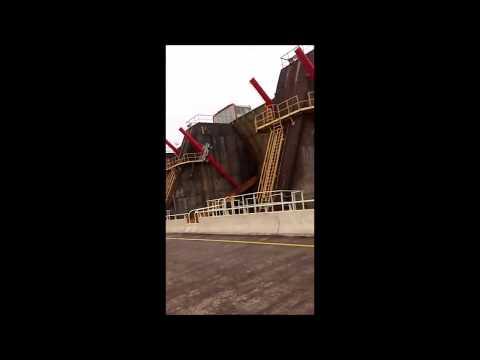 La represa de Salto Grande con vertedero abierto