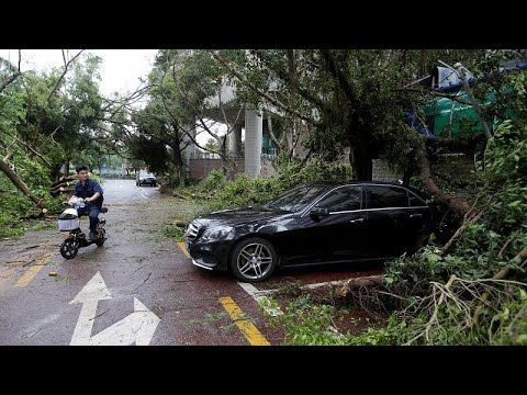 Σαρώνει τη νότια Κίνα ο υπερτυφώνας Μανγκούτ