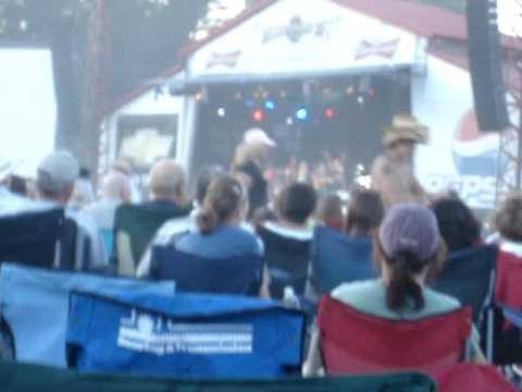 Carrie Underwood - We're Young & Beautiful: Live @ Merritt Mountain Music Festival 2007