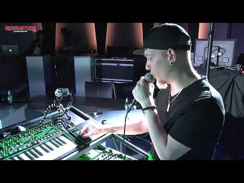 Vocoder - http://www.musicstore.de/de_DE/EUR/art-DJE0005088-000?campaign=yt ROLAND präsentiert die brandneue Produktlinie AIRA auf der Dancefair Messe in Utrecht und M...