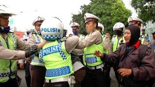 Video Polisi Gadungan Mau Nipu Polisi Beneran Bikin Ngakak Guling guling MP3, 3GP, MP4, WEBM, AVI, FLV September 2017