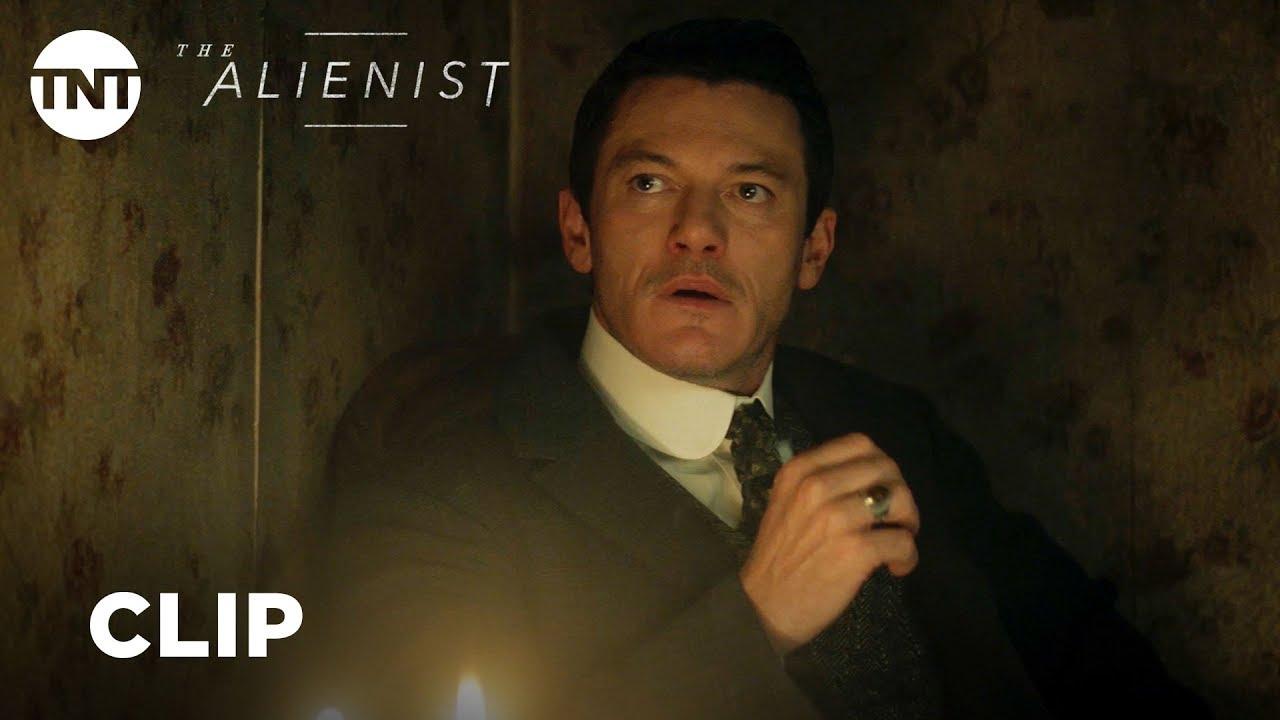 He's watching Them. Luke Evans, Daniel Brühl & Dakota Fanning look for a Killer in TNT Psychological Thriller Series 'The Alienist' (Clip)