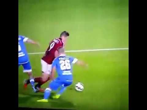 Torres đi bóng dẻo như kẹo kéo :v