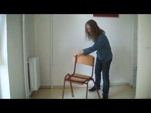 Magician is spinning chair / Kúzelník točí stoličku