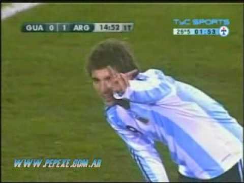 Higuain y su primer gol con Argentina